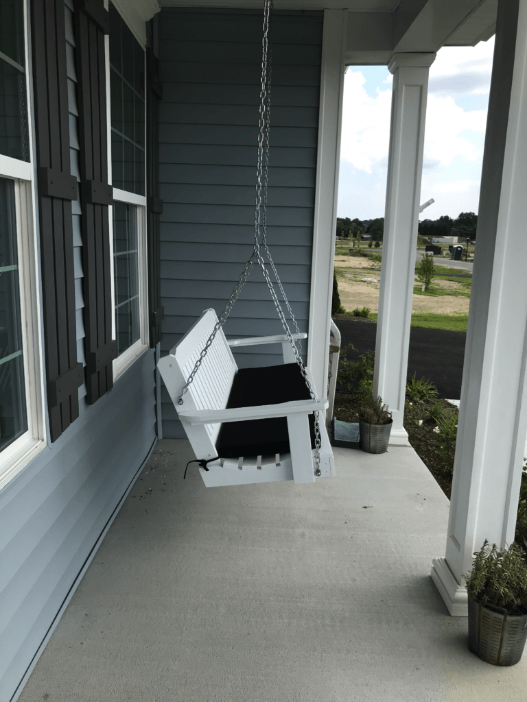 Porch with swing -Lateral view