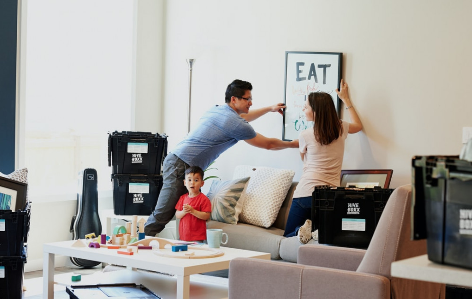 12 important things to do before moving into your new house - Moving scene